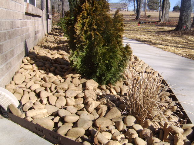 nashville landscape rock bed with river rock slicks